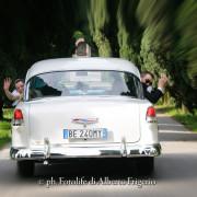fotoreportage Como style photos sposi su auto storiche eleganti