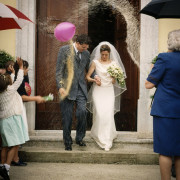 foto sposi matrimonio religioso riso uscita dalla chiesa como varese svizzera