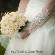 foto di Matrimonio como abito elegante particolare bouquet a villa d'este cernobbio lago di como