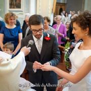 Foto di nozze como rito religioso scambio di aanelli